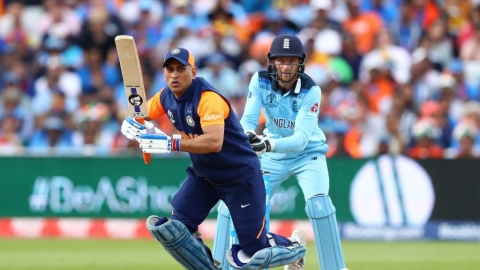 Dhoni,  Jadhav draw criticism for slow scoring rate during run-chase against England