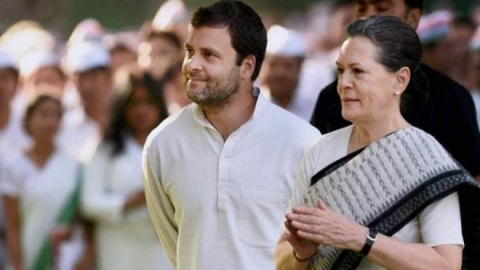Sonia Gandhi, Rahul Gandhi meet newly-elected Cong MPs