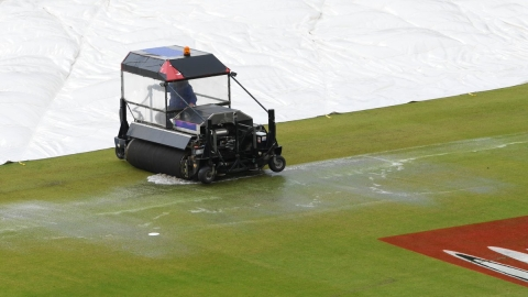 Ex-cricketers lash out at 'awful' Old Trafford wicket