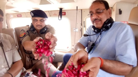 After foot massage by Sr. police officials, now Ghaziabad DM showers flower petals on Kanwariyas from chopper