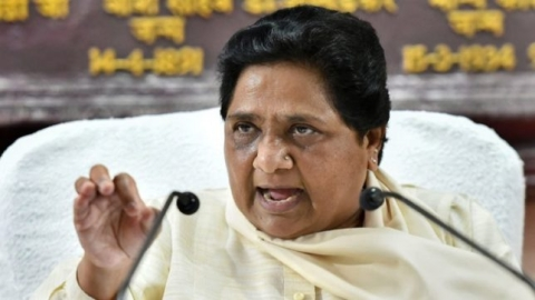 Isolation of the Dalit diva: Faced with an existential crisis, Mayawati looks for course correction