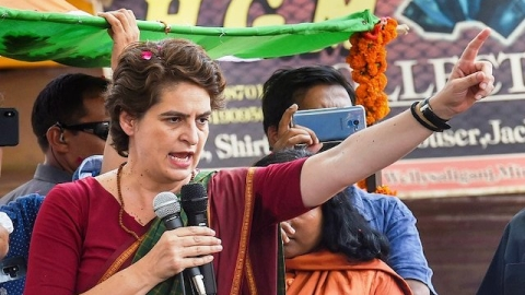 Priyanka flays Centre for economic slowdown