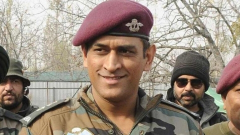 Dhoni likely to unfurl tricolour in Leh on Independence Day