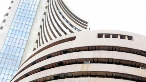 Equity indices open in red; Sensex falls by 568 points
