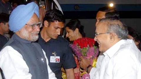 Jaipal Reddy (right) with Manmohan Singh (file photo, PTI).