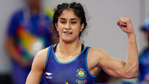 Vinesh Phogat wins bronze at World Championships, secures Olympics spot