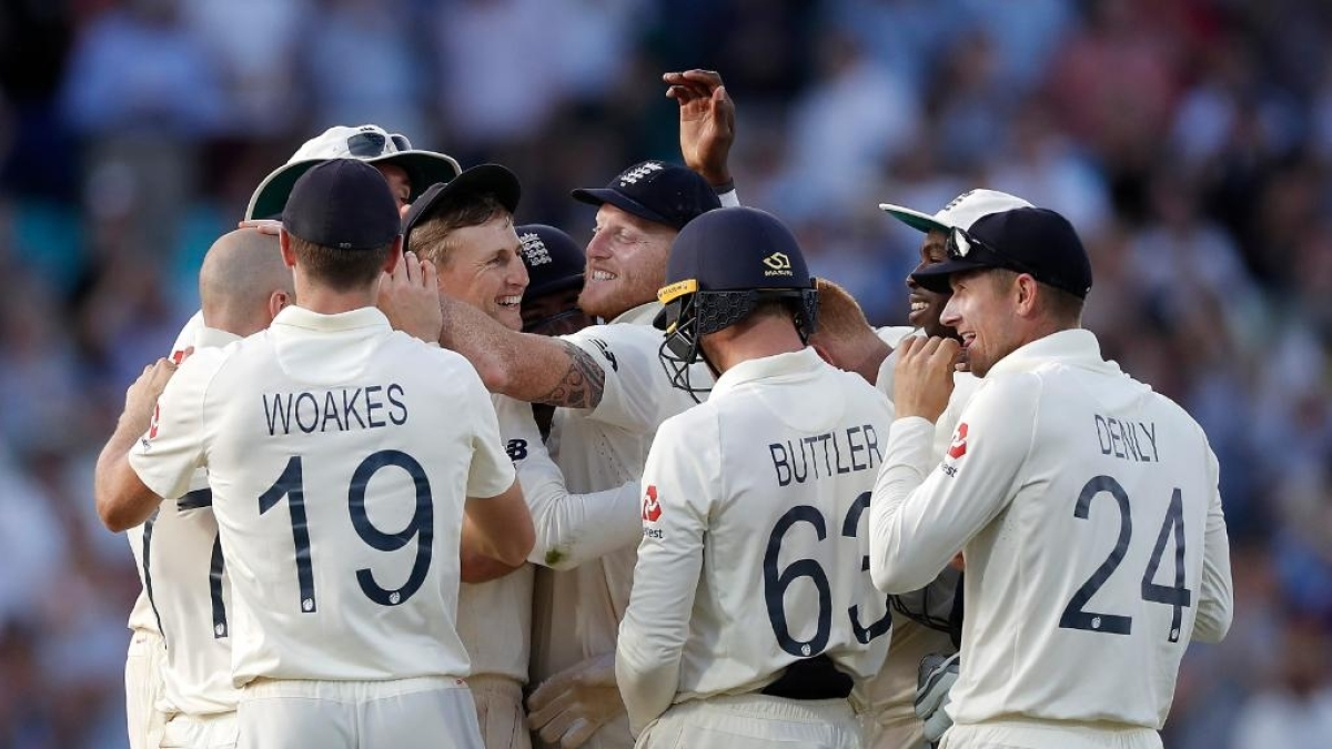England players celebrate after winning the 5th Test match against Australia at Kennington Oval in London on Sep 15, 2019. England won by 135 runs (IANS Photo)