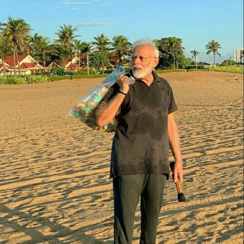 PM Narendra Modi with a bagful of garbage he picked up on the beach .