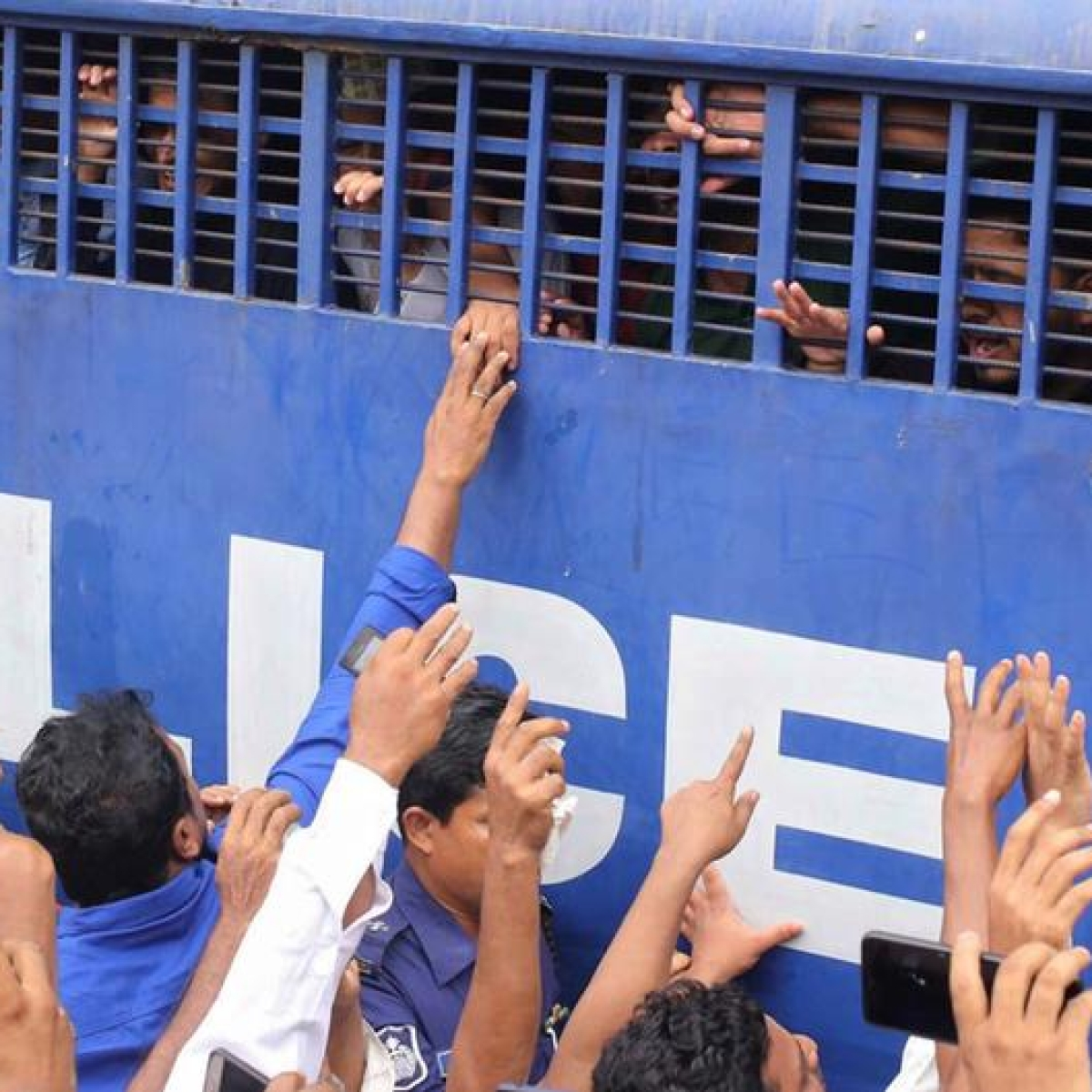 Bangladesh sentences 16 to death for burning teen alive