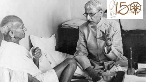 Mahatma Gandhi in conversation with Abul Kalam Maulana Azad in Bombay (Photo courtesy: Getty Images)