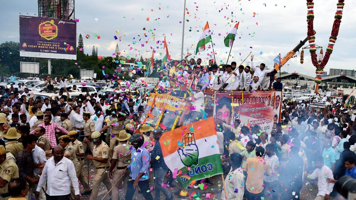 DK Shivakumar arrives to a rousing welcome in Bengaluru