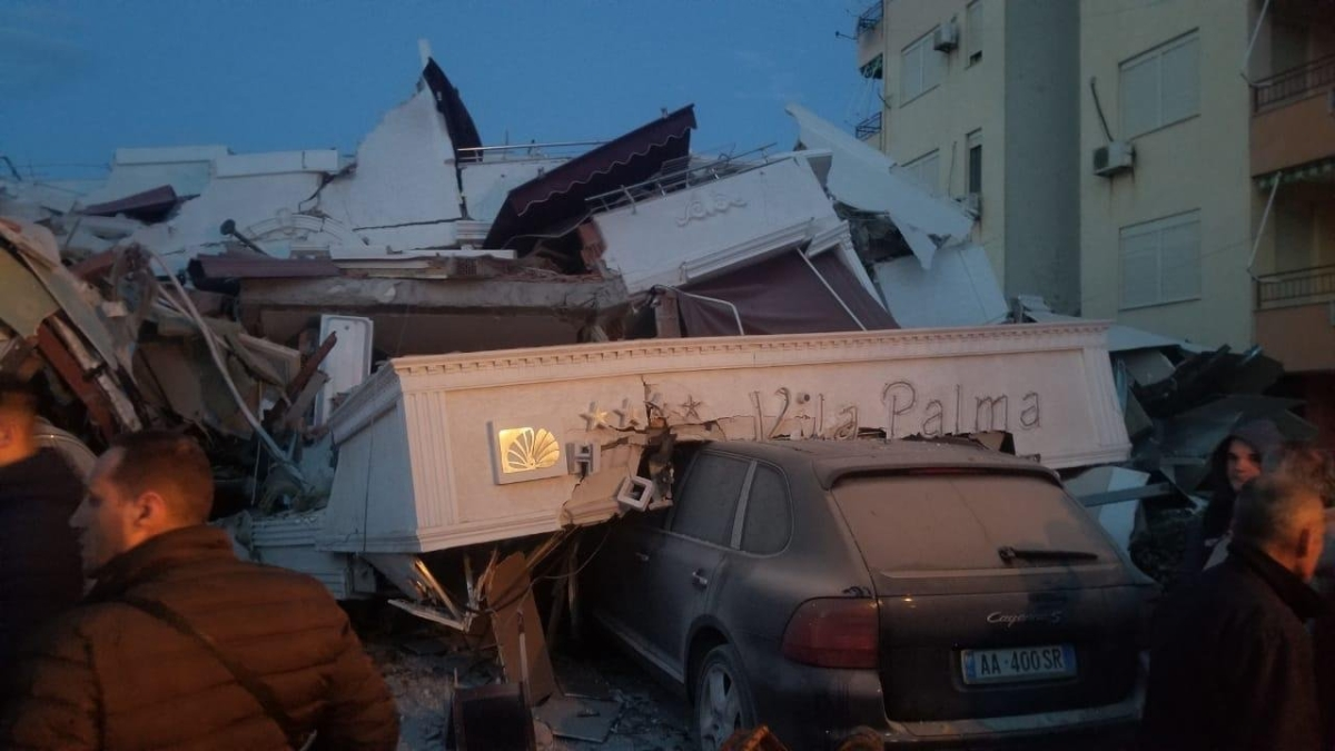 Strong quake hits Albania; at least 6 dead, 300 injured
