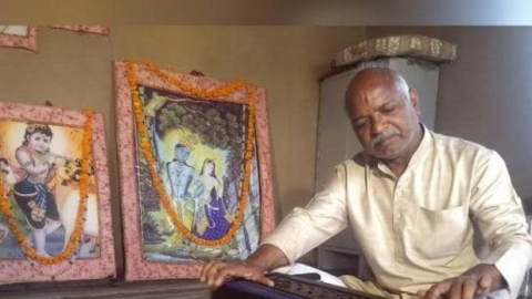 BHU Muslim professor's father Ramzan Khan sings bhajans, but no one protests