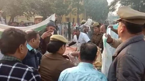 Uttar Pradesh: Rape victim from  Unnao set ablaze  on the way to court, five arrested