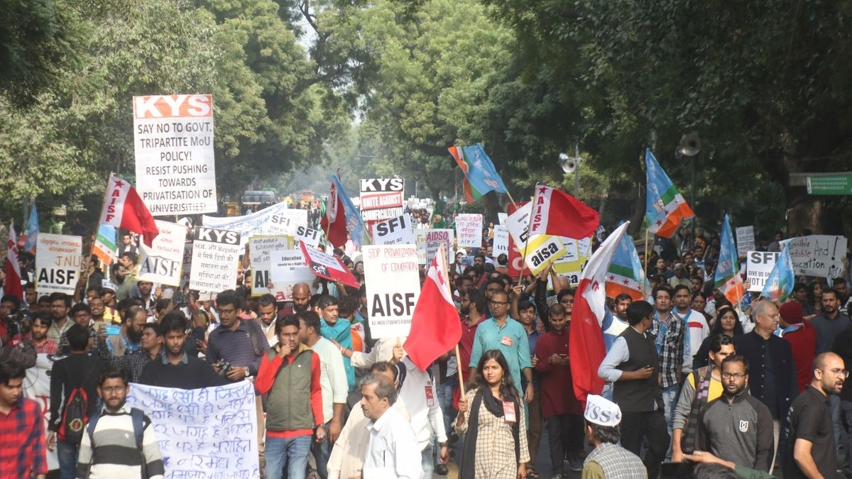 JNU protests: Delhi police shuts all JNU gates to stop students' march