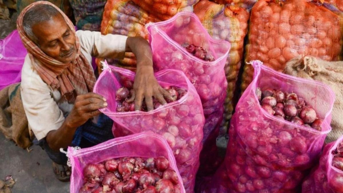 Onion price zooms to ₹200 a kilogram in Bengaluru