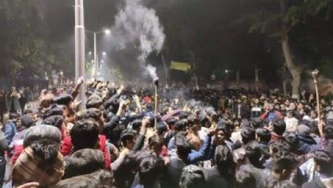 Huge protest against CAB grips AMU: FIR against  students for defying Sec 144