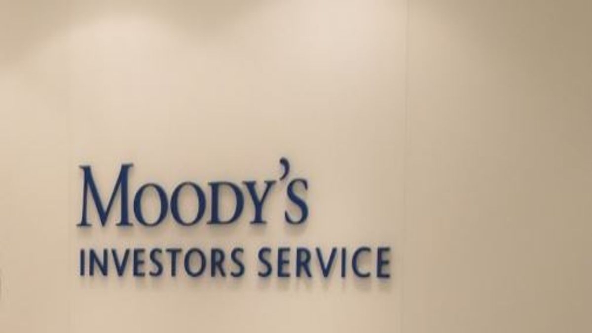 Weak household consumption to curb economic growth, says Moody's, cuts India's FY20 growth projection to 4.9%