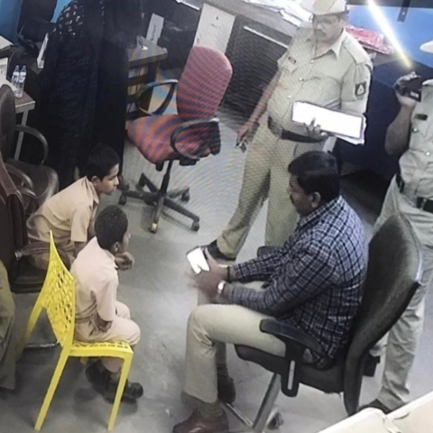 Cops questioning students in Bidar (Photo courtesy- social Media)