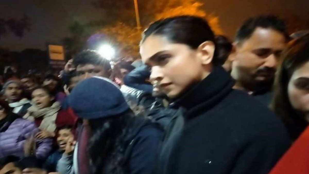 Deepika's  JNU visit, courageous or publicity gimmick? Exclusive reactions from film fraternity