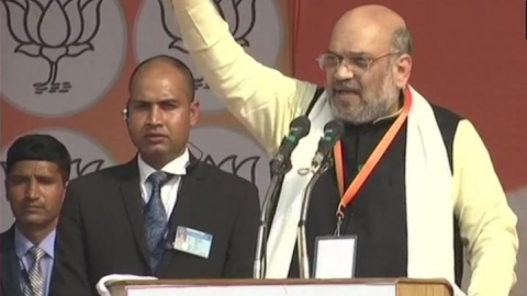 Amit Shah Lucknow rally violated prohibitory orders, poet Munnawar argues