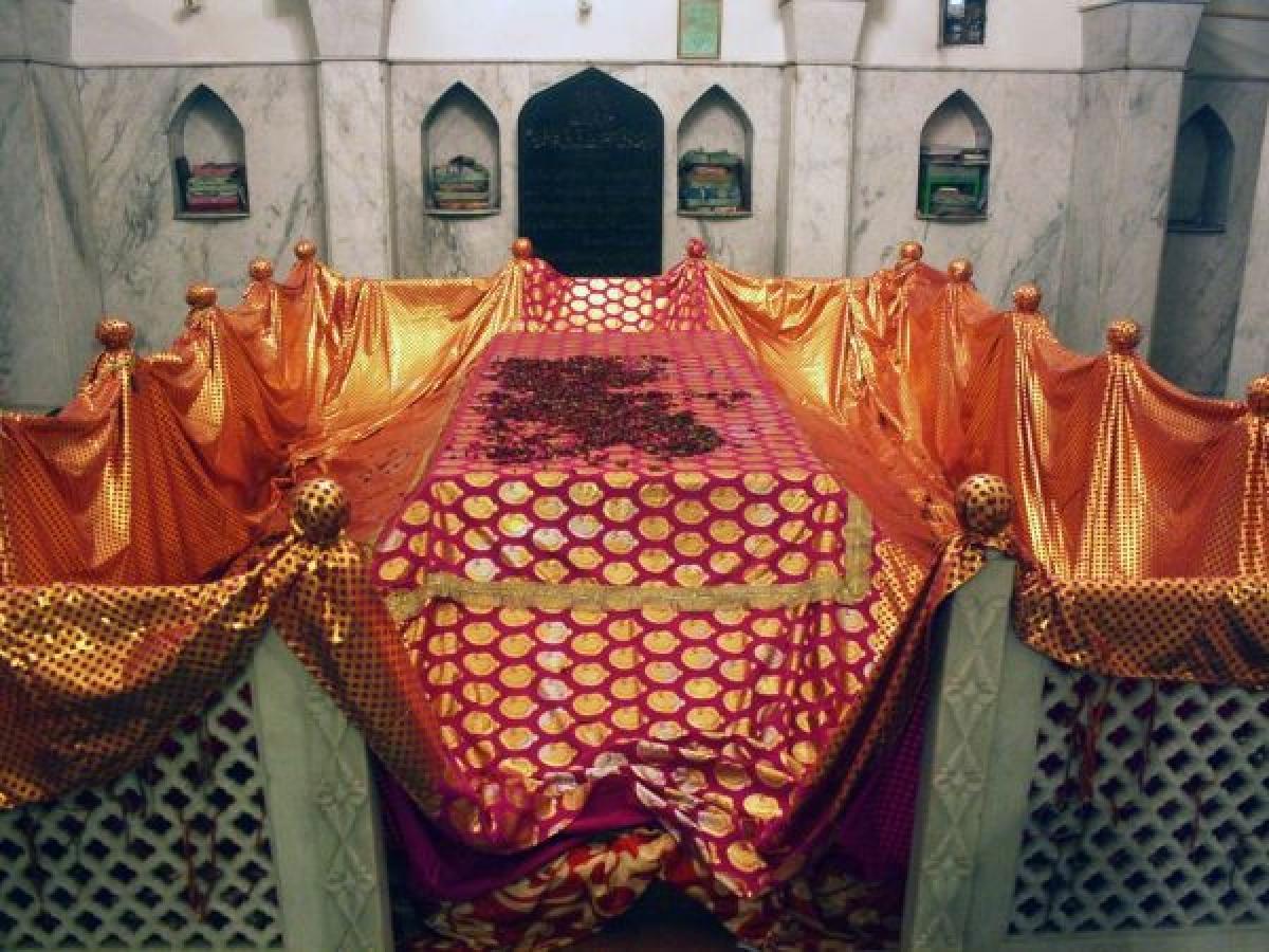 Bibi Fatima's dargah at Kaka Nagar, Delhi