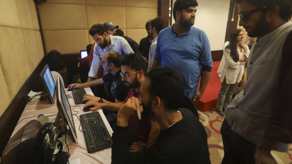 In a throwback to late 1990s, people in Jammu forced to visit cyber cafes to access internet