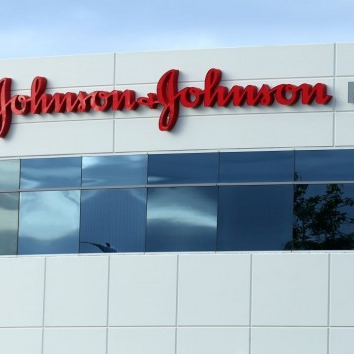 Johnson & Johnson  to start human trial of COVID-19 vaccine by September