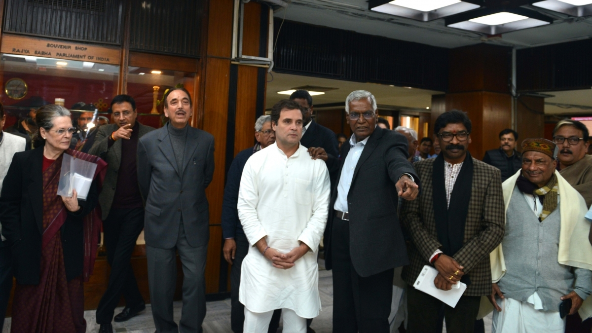 Rahul Gandhi, Antony, Tharoor provide MPLAD funds to fight corona