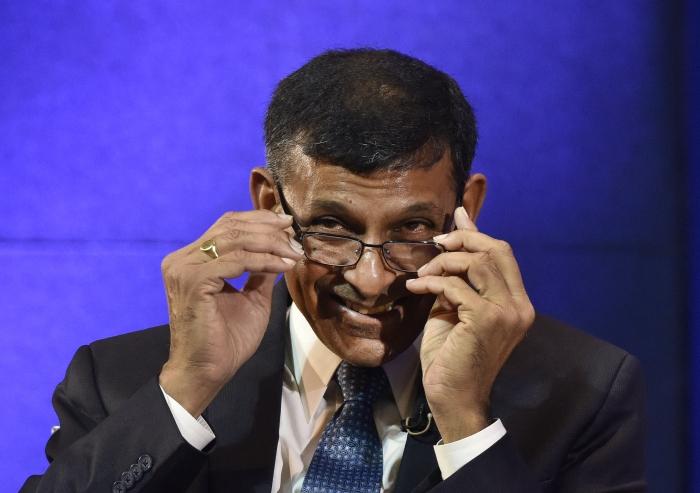 Raghuram Rajan backs RBI autonomy; says play sensibly like Dravid