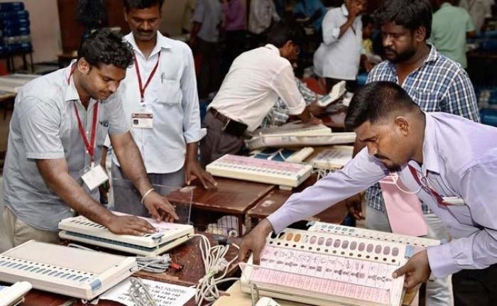 Karnataka: Congress-JD(S) combine take early leads in 4 bypoll seats