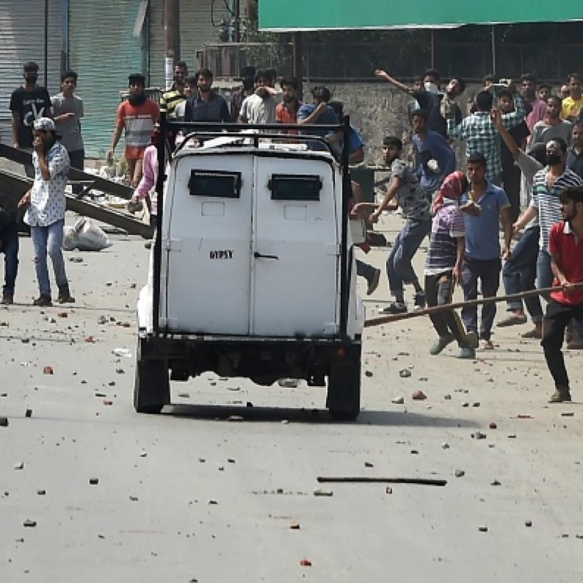 कश्मीर घाटी में पत्थरबाज / फोटो ; Getty Images