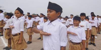 सरस्वती विद्या मंदिर में संघ की शाखा में हिस्सा लेते बच्चे