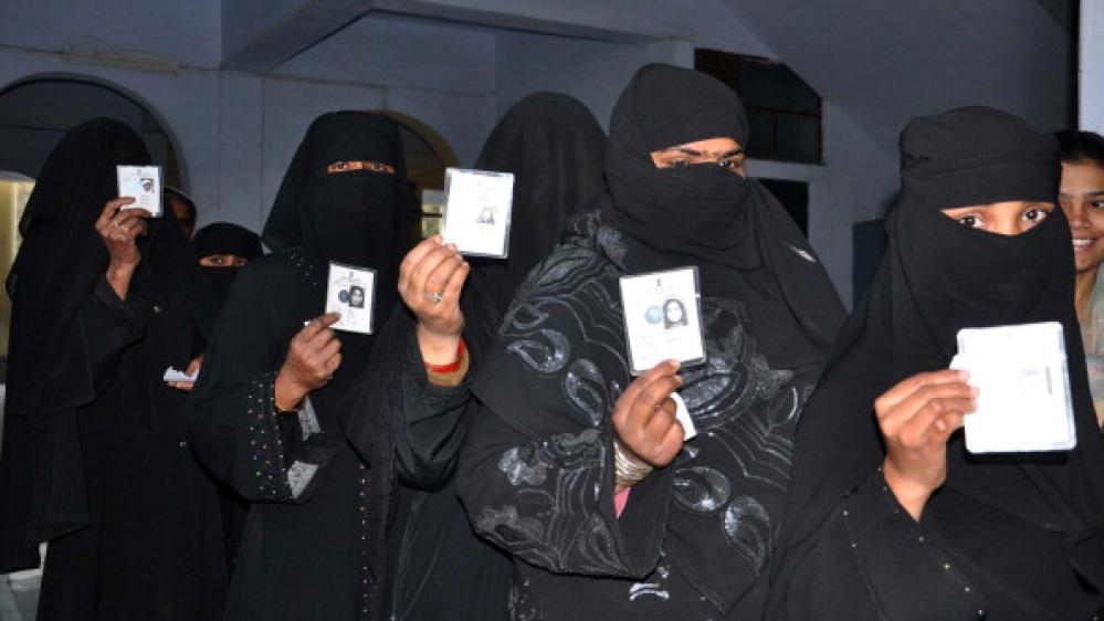 मतदान केंद्र पर पंक्तिबद्ध मुस्लिम महिलाओं की फाइल फोटो
