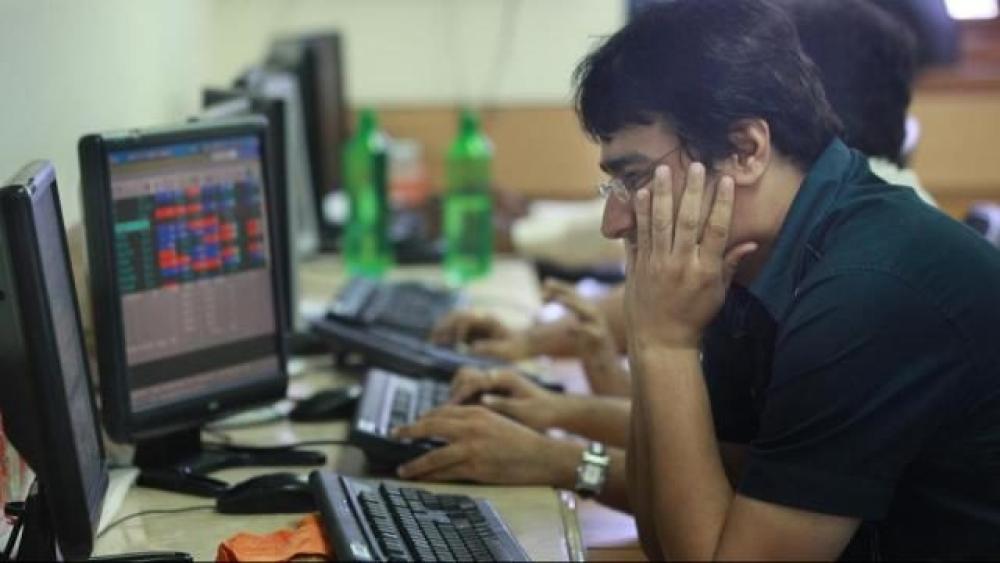 शेयर बाजार में भारी गिरावट का दौर जारी