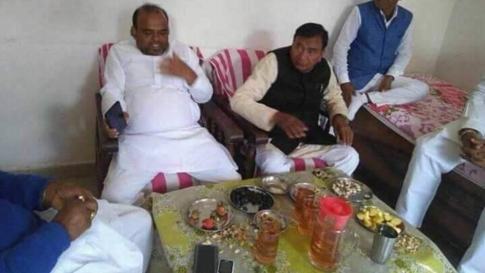शराब के साथ बिहार के मंत्री की कथित तस्वीर वायरल