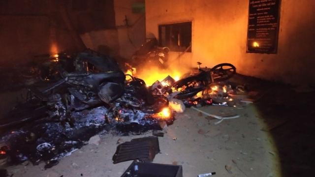अहमदाबाद में दो गुटों में हिंसक झड़प