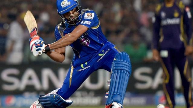 एक्शन में मुंबई इंडियन के कप्तान रोहित शर्मा