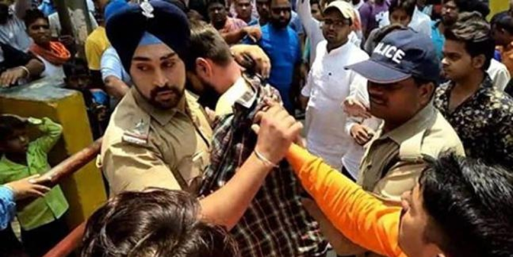 भीड़ से मुस्लिम युवक को बचाते हुए गगनदीप सिंह