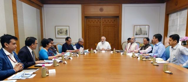 प्रधानमंत्री नरेंद्र मोदी ने स्वास्थ्य योजना आयुष्मान भारत की तैयारियों की समीक्षा की