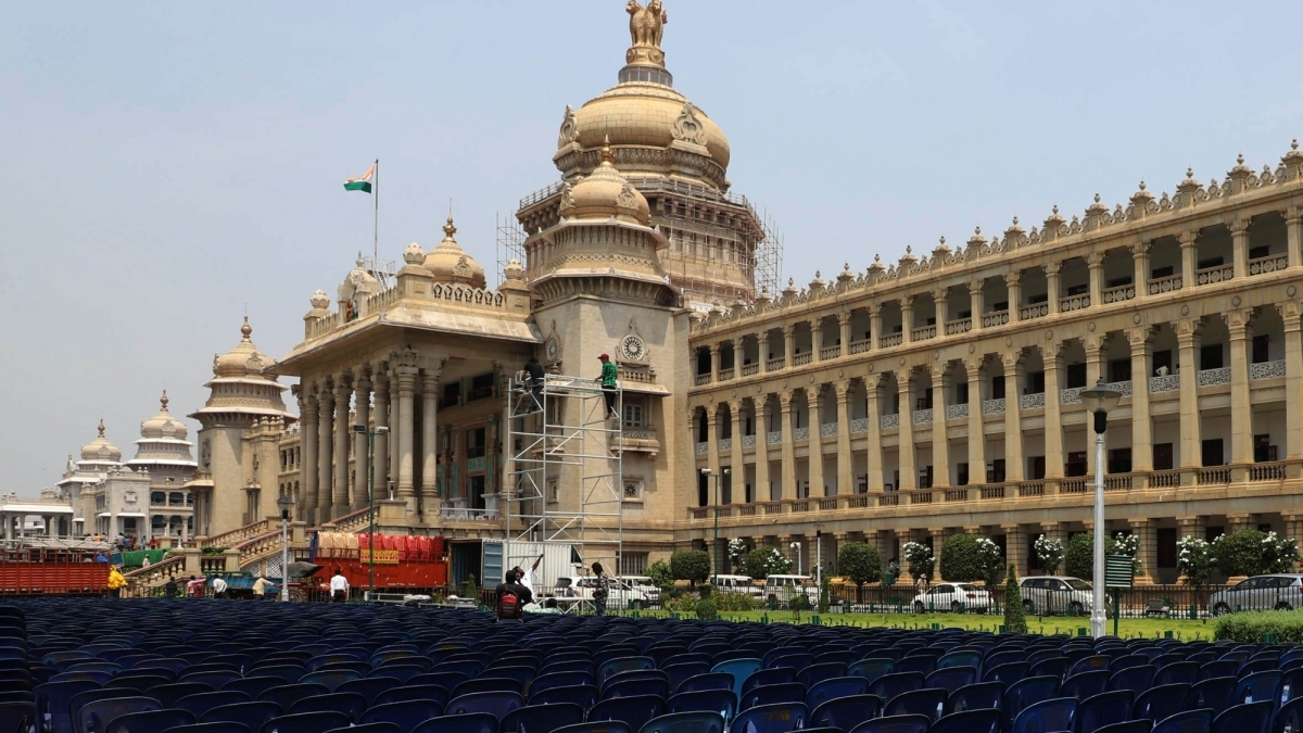 कर्नाटक में नई सरकार : 8 राज्यों की 135 लोकसभा सीटों वाले विपक्ष की एकता का प्रदर्शन