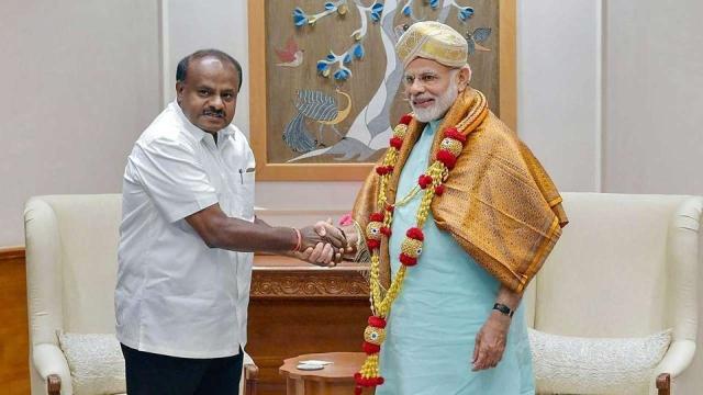 कर्नाटक के मुख्यमंत्री एच डी कुमारास्वामी और प्रधानमंत्री नरेंद्र मोदी