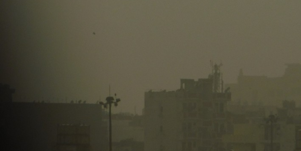 दिल्ली-एनसीआर की हवा में प्रदूषण का स्तर खतरनाक की सीमा भी लांघ चुका है