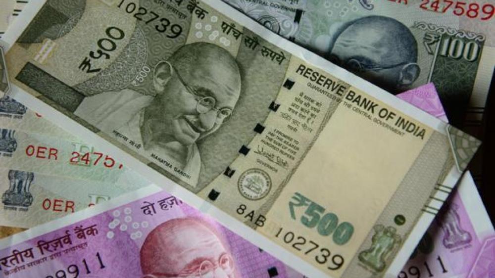 डॉलर के मुकाबले भारतीय रुपया अब तक के सबसे निचले स्तर पर
