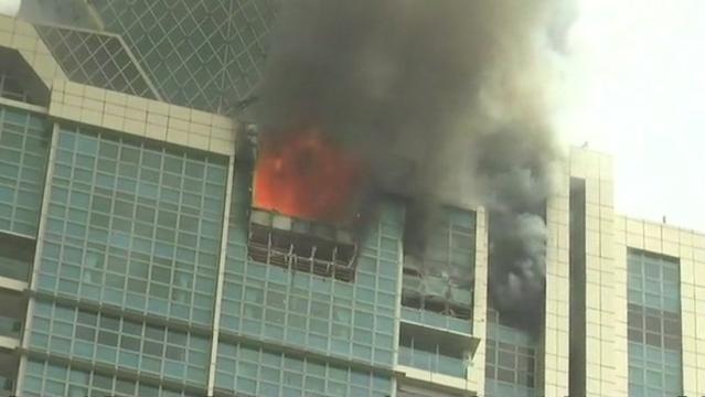 मुंबई में 33 मंजिला इमारत में लगी भीषण आग