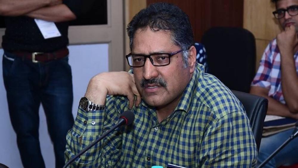 'राइजिंग कश्मीर' के संपादक शुजात बुखारी