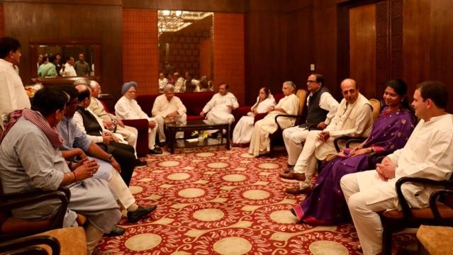 राहुल गांधी की इफ्तार पार्टी में कई बड़े नेता हुए शामिल