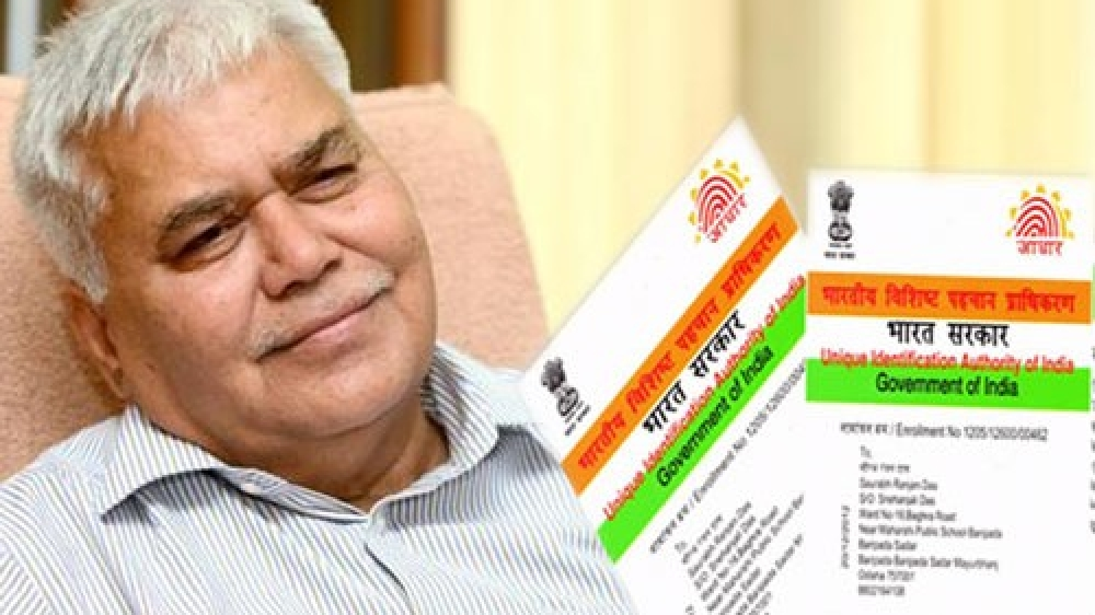 ट्राई चेयरमैन आर एस शर्मा ने दिया था लोगों को आधार नंबर से निजी जानकारी हासिल करने का चैलेंज