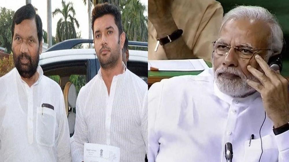 एससी-एसटी एक्ट को लेकर केंद्रीय  मंत्री रामविलास पासवान और उनके बेटे चिराग पासवान ने मोदी सरकार के खिलाफ कड़ा रुख अपनाया