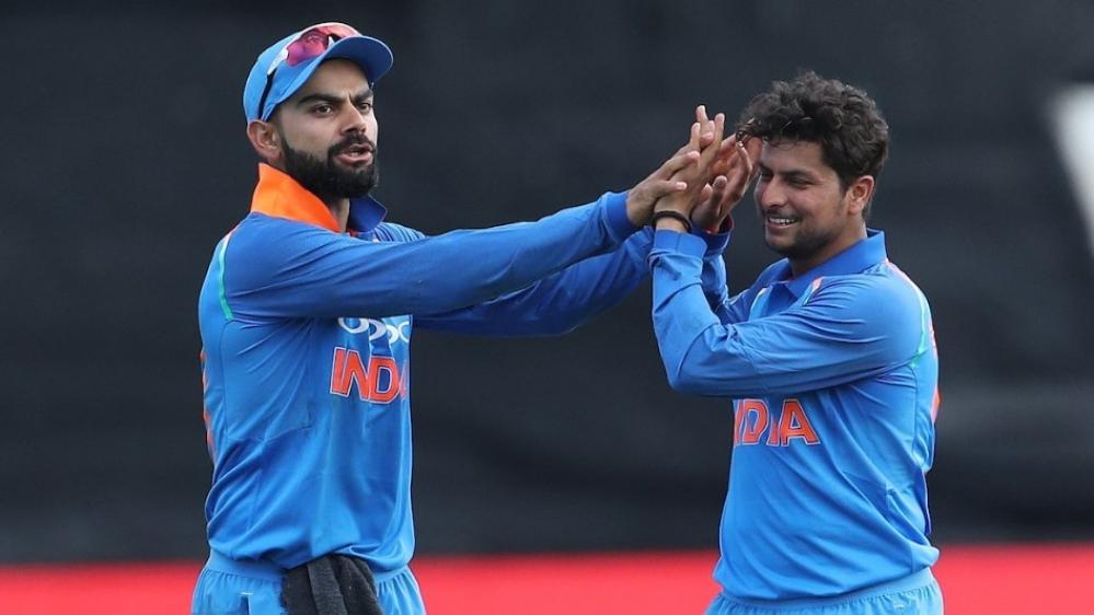 भारतीय क्रिकेट टीम के कप्तान विराट कोहली और खिलाड़ी कुलदीप यादव